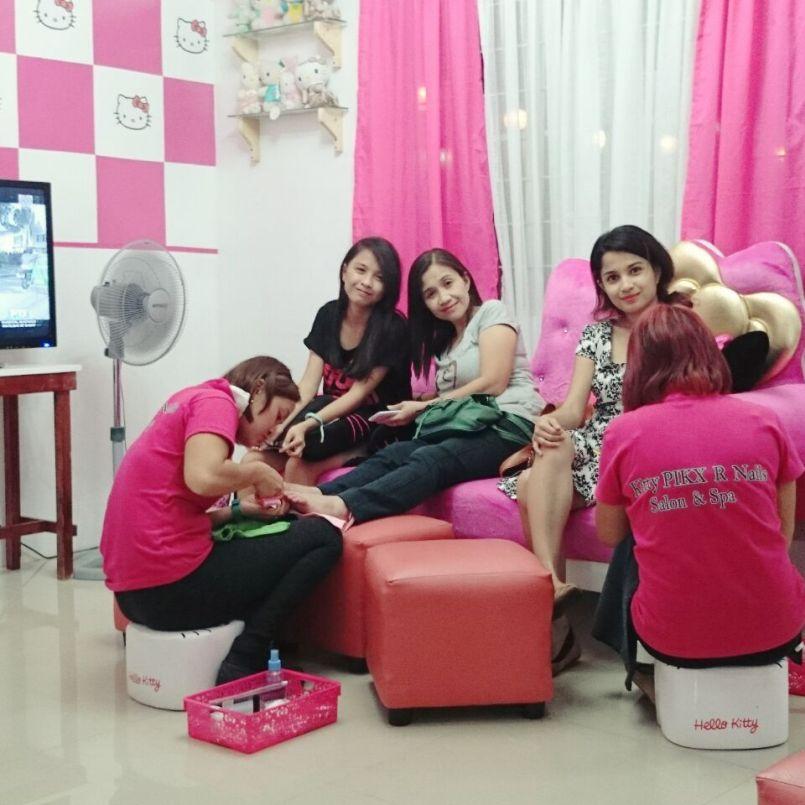 Hello Kitty Salon - ChiaChinR